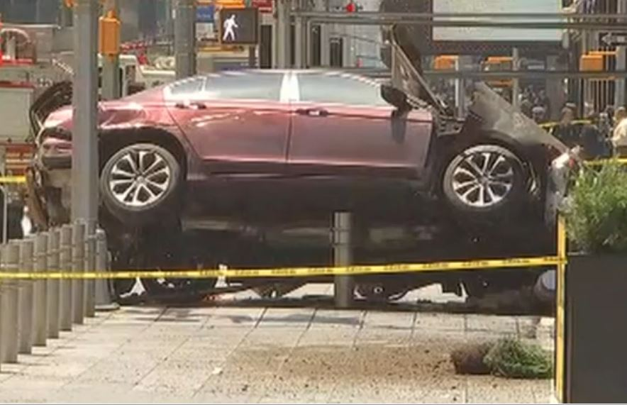 Car Plows Into Times Square Crowd; 1 Dead, About 20 Hurt