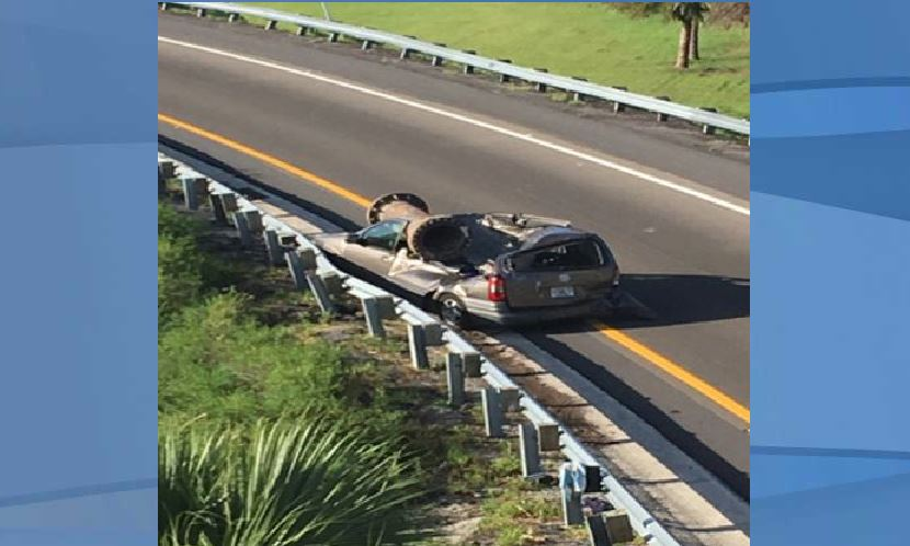 Pipe falls on van in Orlando