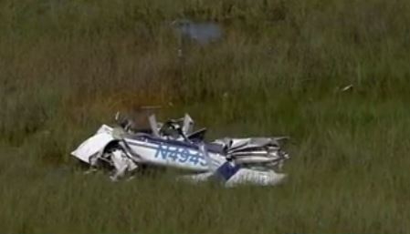 TV crew films alligator next to crashed plane and pilot's body