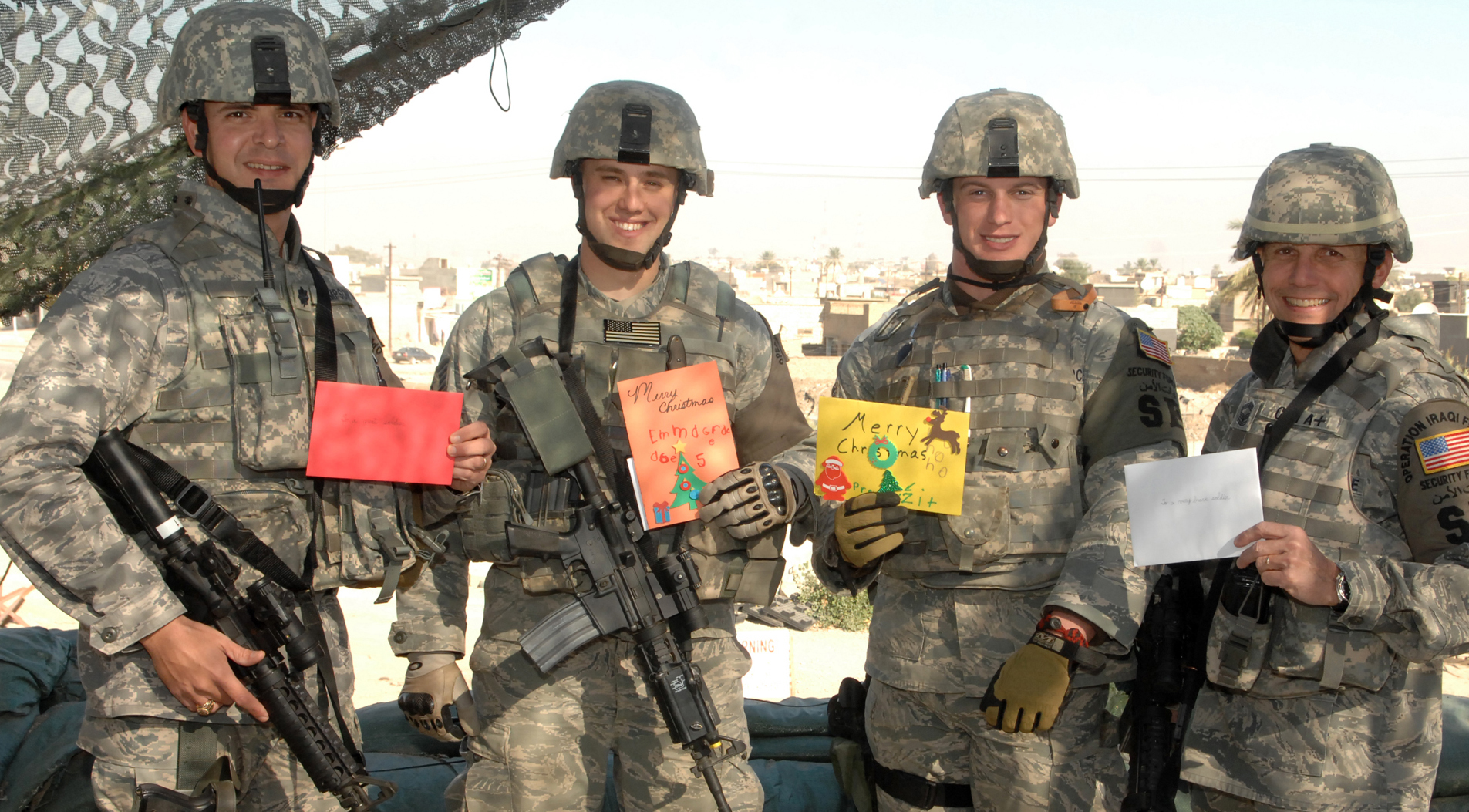 Fox News Radio wraps up \'10,000 Cards for the Troops\'