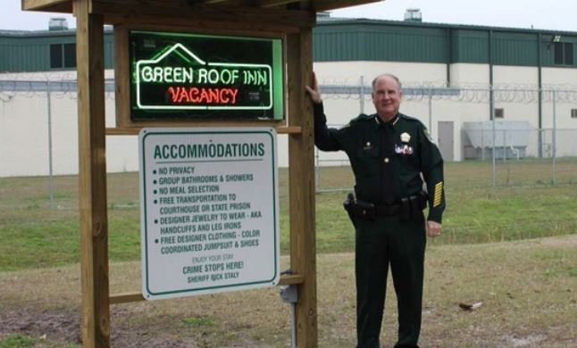 Vacancy Sign Flashes At Florida Jail Dubbed Green Roof Inn