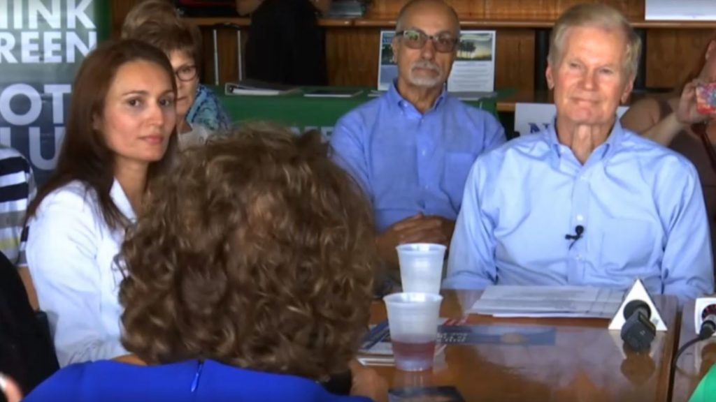 Sen. Nelson holds roundtable event in North Fort Myerson toxic algae