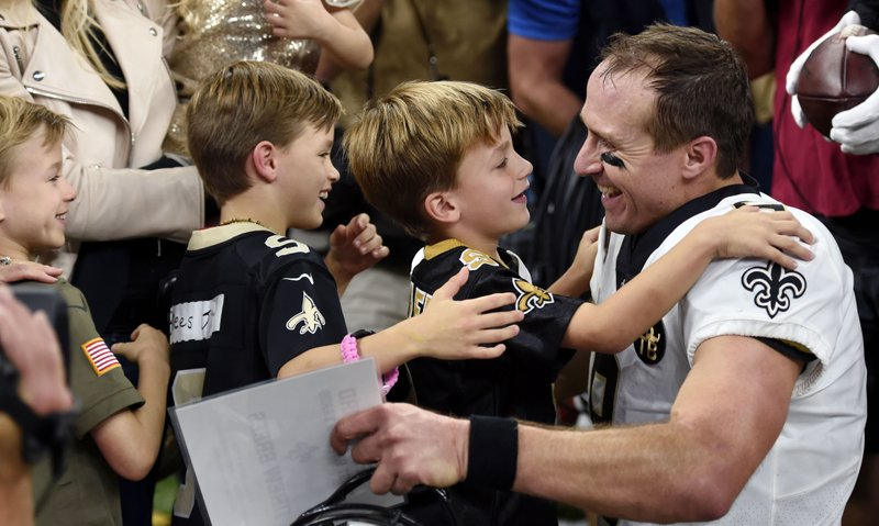 Record Breaking Night For Nfl Brings Out Drew Brees