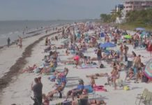 Fort Myers Beach sees big crowd Thursday, Dec. 27, 2018. Photo via WINK News.