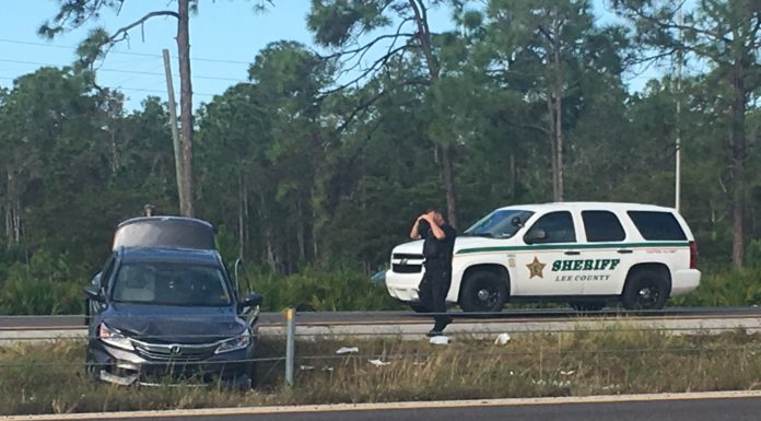 Scene at I-75 southbound between mile marker 128 to mile marker 125. Photo via WINK News.