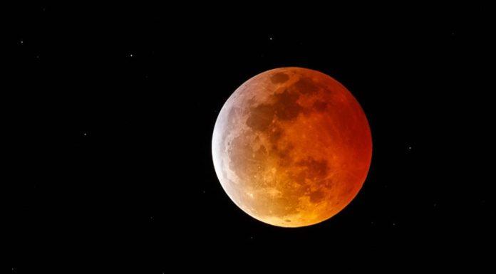 Super blood moon as seen Sunday evening. Photo via CBS News.