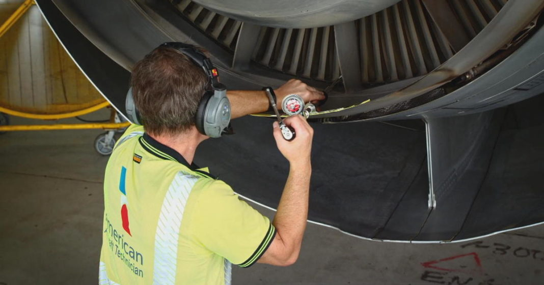 Airline mechanics say they feel pressured by managers to overlook potential safety problems. (CBS News photo)