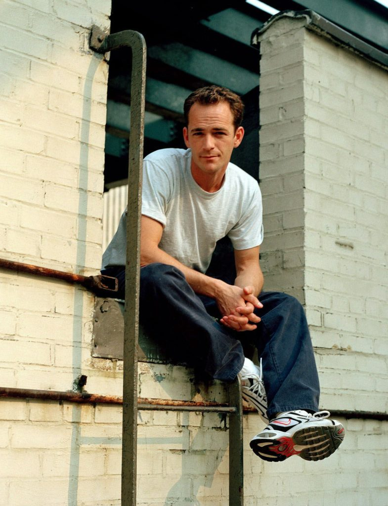 """FILE - In this June 29, 2001 file photo, actor Luke Perry poses during an interview in New York. A publicist for Perry says the """"Riverdale"""" and """"Beverly Hills, 90210"""" star has died. He was 52. Publicist Arnold Robinson said that Perry died Monday, March 4, 2019, after suffering a massive stroke. (AP Photo/Leslie Hassler, File)"""