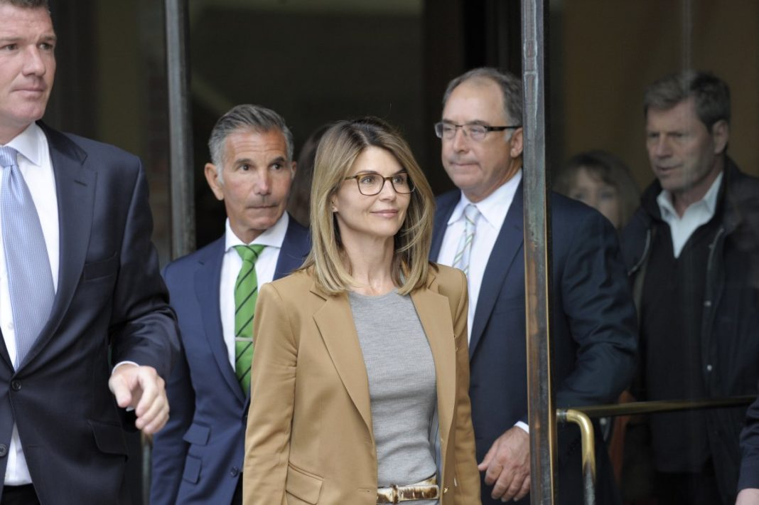 Actress Lori Loughlin leaves court. (Credit: CBS)