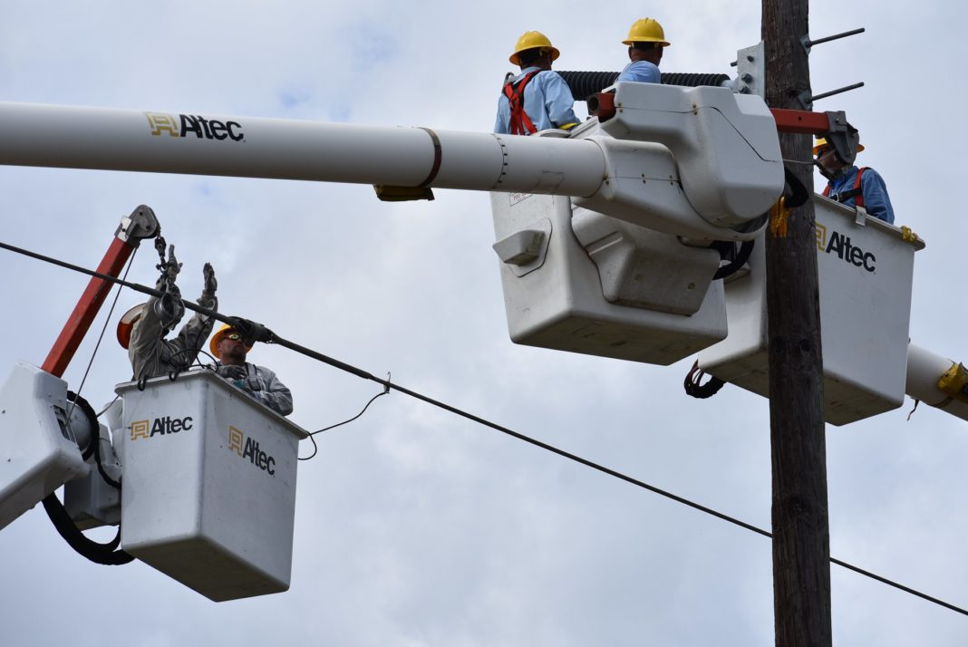 Crews working to fix power outage. (Credit: LCEC)