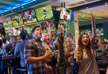 People hanging out at the Dave & Buster's sports bar. (Credit: Dave & Buster's)