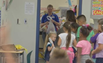 Kim Conrad brings nutritious foods for hungry children. (Credit: WINK News)