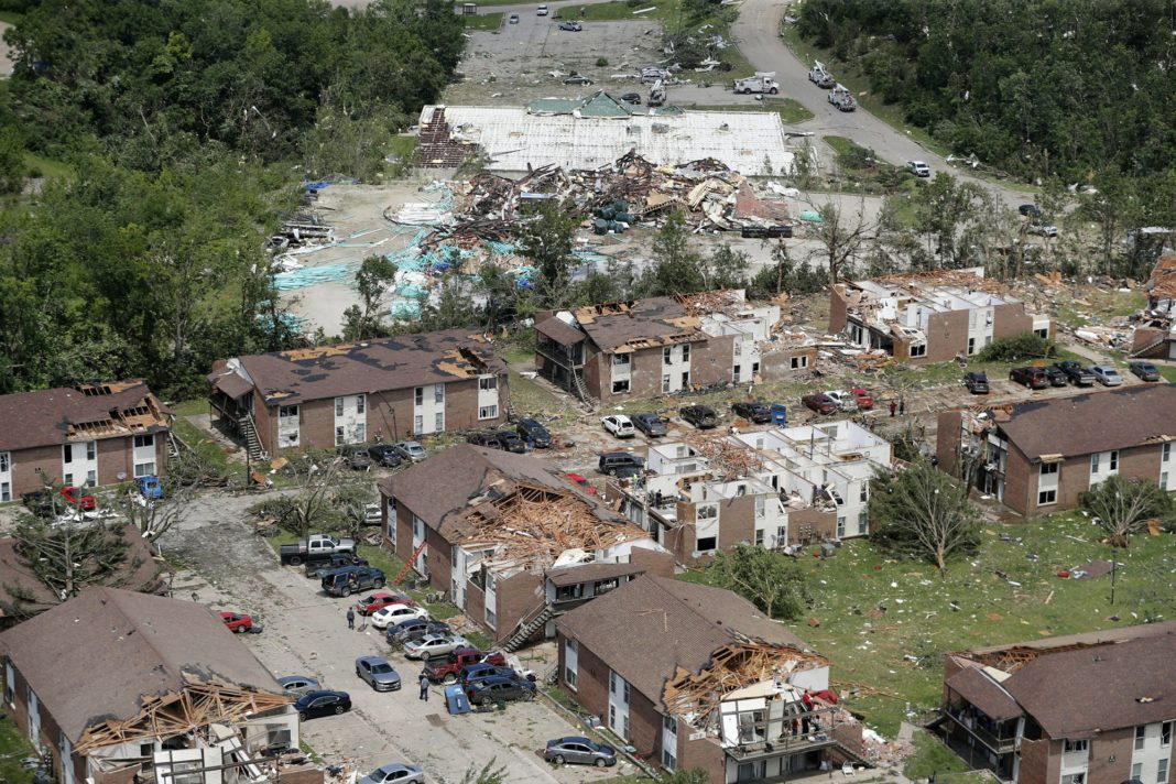 National City Mile Of Cars >> 3 dead, state capital battered as storms rake Missouri