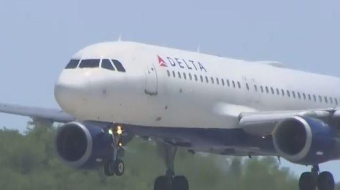 Plane landing. (Credit: WINK News)