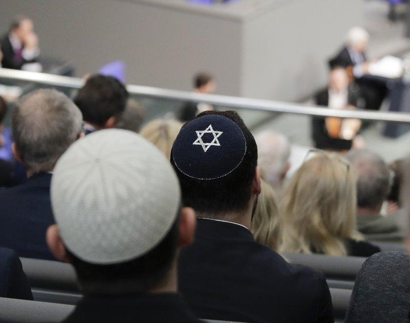 Israeli president shocked by German skullcap warning
