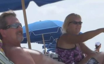 Beachgoers on Fort Myers Beach during Labor Day weekend. (Credit: WINK News)