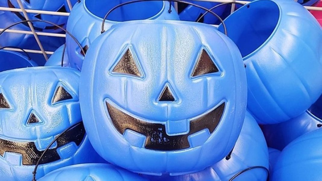 Mom urges use of blue Halloween buckets to raise autism awareness. (Credit: CBS News)