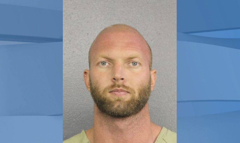 Florida man kills peeping tom outside girlfriend's house, police says