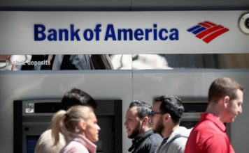 The American job market remains tight, and banks are scrambling to find people who want to work at their branches. That's why Bank of America is raising its minimum wage to $20 an hour in 2020 — a year earlier than expected. (Credit: Scott Olson/Getty Images)