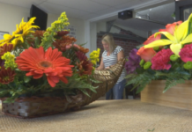 Lee County florist makes bouquets and a difference. (Credit: WINK News)