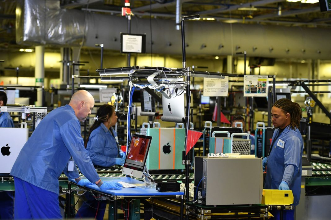 The American manufacturing sector keeps shrinking. The trade war is heating up again. That's not a good recipe for investor confidence: The US stock market is in the red on Dec. 2, 2019. (Credit: Mandel Ngan/Getty Images)