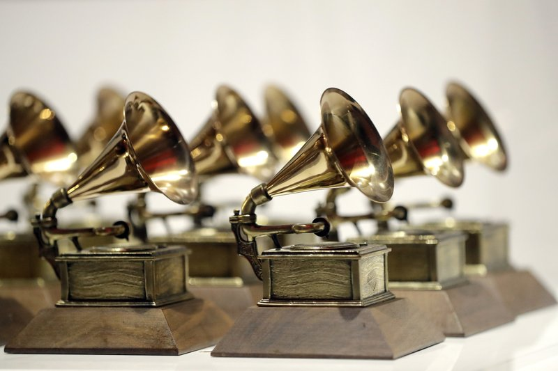 Billie Eilish sweeps Grammy Awards, wins 5 trophies for first album